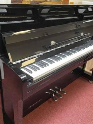 schwarz poliertes Klavier zur Miete Liedermann