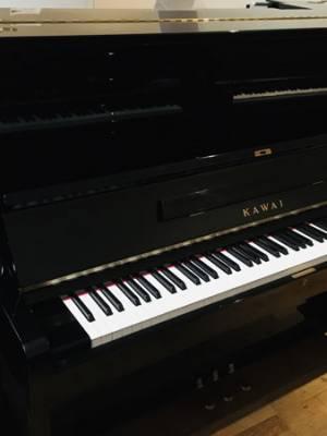 gebrauchtes schwarzes Kawai Klavier kaufen